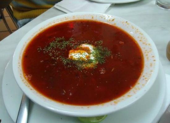 Kolobok Santa Maria: Es una sopa de Betabel con carne de res, bastante deliciosa