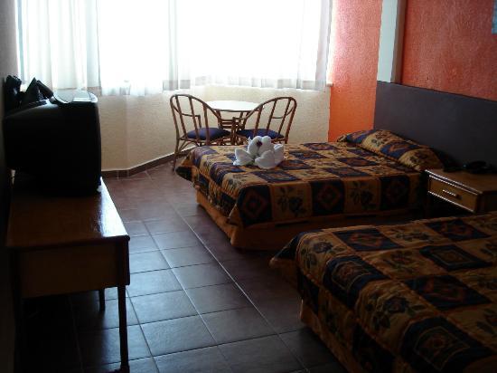 Hotel Plaza Cozumel: Room 205