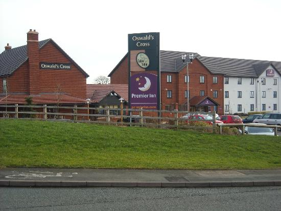 Premier Inn Oswestry Hotel: Moden and fresh with restaurant next door
