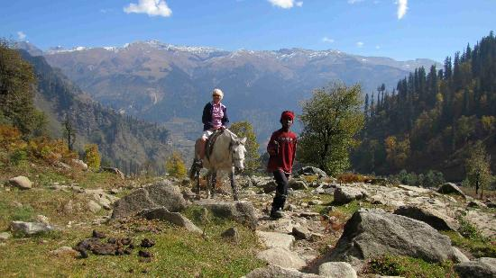 Park Residency Hotel: On way to temple in the Solang Valley