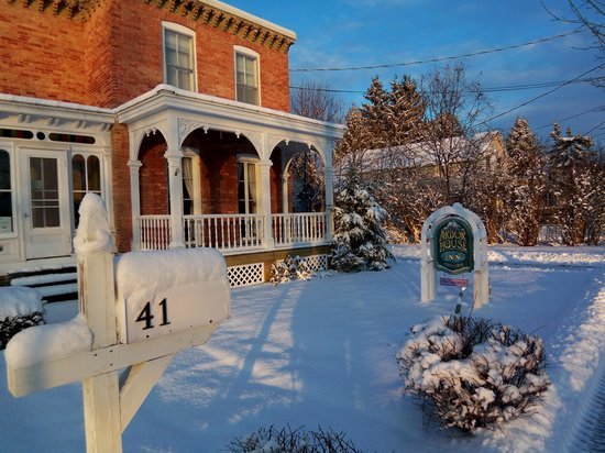 Arbor House Inn: Winter Morning