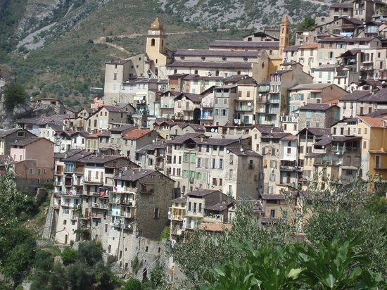 Saorge, Francia: Batisses centenaires donnant sur la vallée