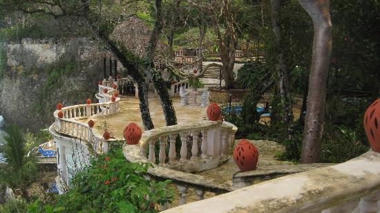 The Palace at Playa Grande: Seaside cliffs