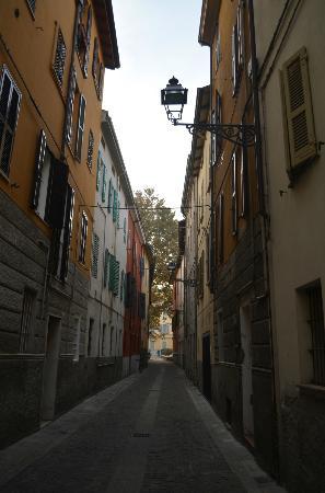 B&B Il Borgo : Borgo Claudio Merulo, 12. l'ingresso (sulla destra)