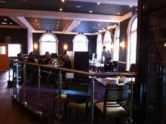 Hallmark Hotel London Croydon Aerodrome: Refurbished Brasserie