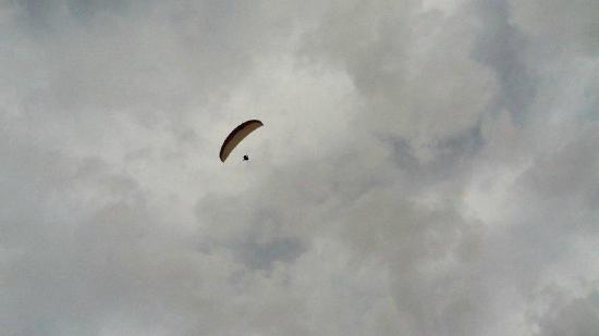 Fly High Paragliding: Wifes view from my red truck