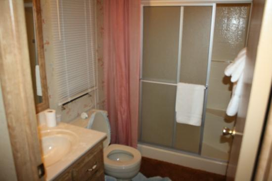 Greer Mountain Resort: Main Bathroom