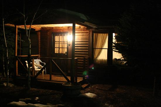 Greer Mountain Resort: Outside View at night