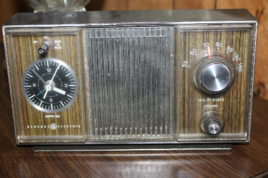 Greer Mountain Resort: Yes, that is an antique radio...and it still WORKS! :-)
