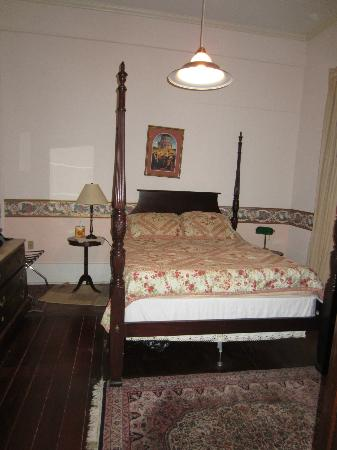 Fairchild House Bed and Breakfast: My room