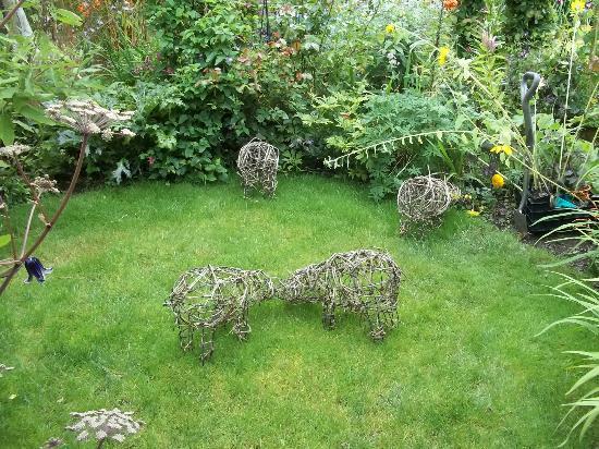 Terra Nova Garden: Pigs on a Lawn!!
