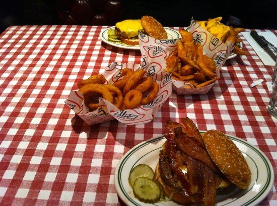 Bill's Bar & Burger : burgers, union rings and fries