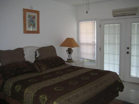 St. Christopher Club: Bedroom with balcony doors