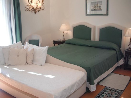 Hotel Buca di Bacco: Very comfortable king size bed!