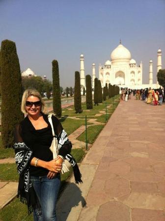 Tourist Drivers India: the very beautiful Taj Mahal