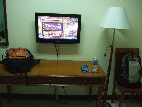 Bangkok Christian Guest House: Good quality TV