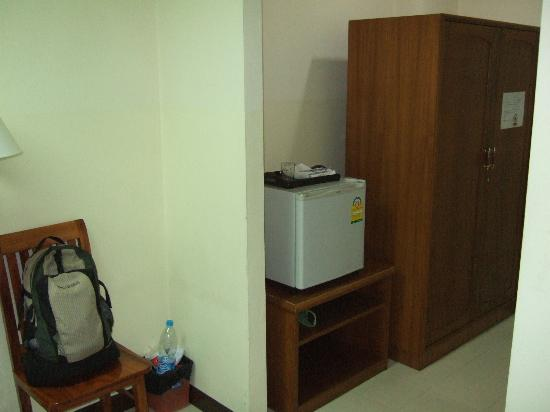Bangkok Christian Guest House : mini fridge