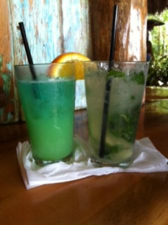 Guanabanas : drinks at the bar (dolphin puncher and mojito)