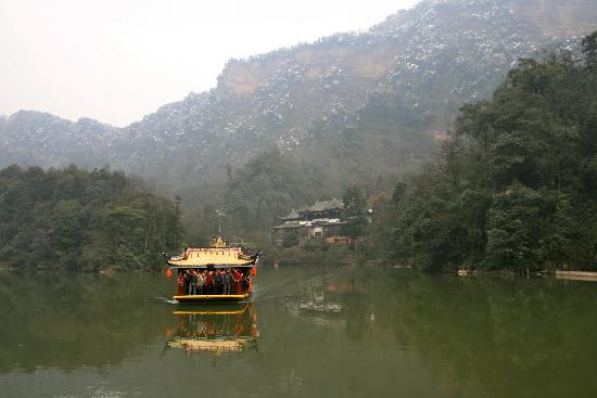Mount Qingcheng: The ferry - pretty but pointless