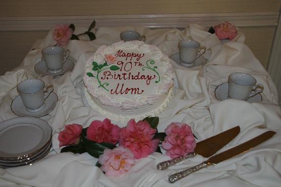 Trellises Garden Grille: Lovely Personalize Cake