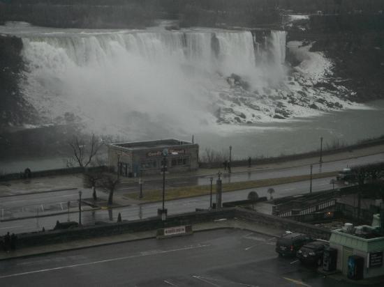 Crowne Plaza Niagara Falls - Fallsview: Falls,  American side