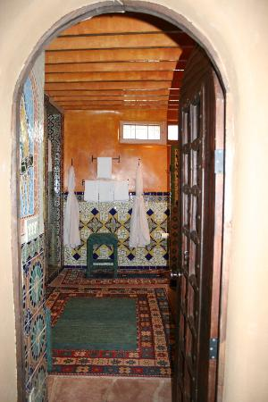 Inn of the Five Graces: Bathroom entrance