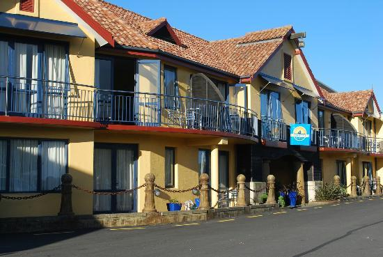 Harbourside Lodge: Front of the motel