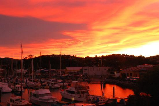 Harbourside Motor Lodge: Sunset over the harbour