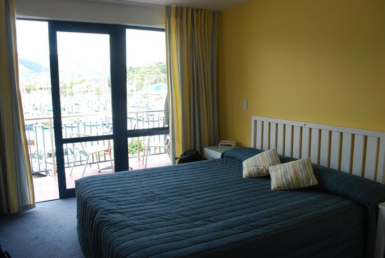 Harbourside Motor Lodge: Upstairs bedroom with a view