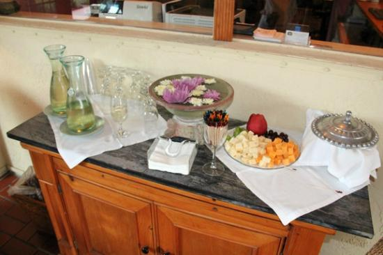 Inn at Cocoa Beach: The Wine And Cheese Reception