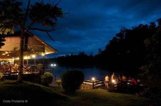 Barefoot Sukau Lodge: Barefoot restaurant and the jetty/boat place--riverside