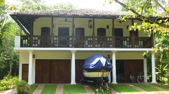Nisala Arana Boutique Hotel: The Mango Suites (above the garage!)