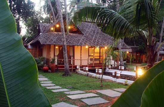 Les 3 Elephants Cherai Beach: Canal Suite Bungalow