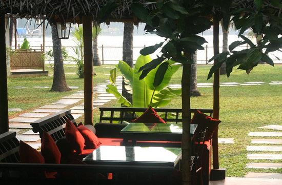 Les 3 Elephants Cherai Beach : French Indian restaurant