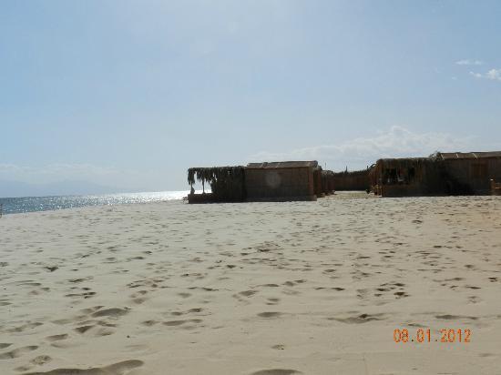 سوا كامب: Looking to the huts