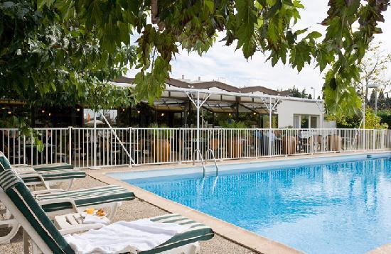 ibis Styles Avignon Sud Hotel : Piscine