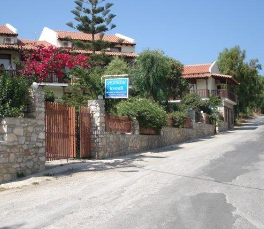 Pansion kvouli see reviews and 4 photos skiathos for Skiathos town hotels