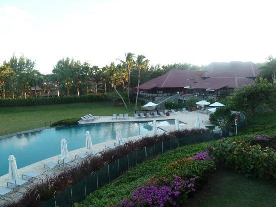 Le Cap Est Lagoon Resort & Spa: piscine de l'hôtel