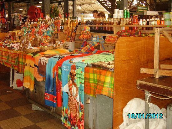Le Cap Est Lagoon Resort & Spa: marché local de fort de france 