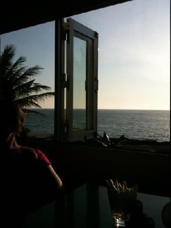 Ngoc Mai : view from our table at sun set!
