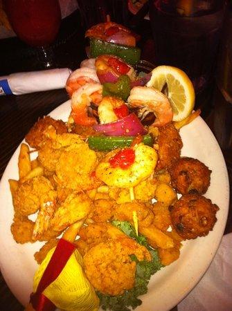 Flounder's Chowder House: Shrimp Boat Platter..