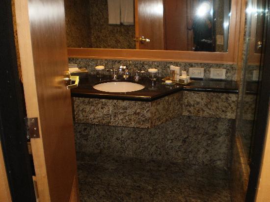 Eurobuilding Hotel and Suites Caracas: bagno molto pulito e ben rifinito