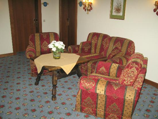 Hotel Friesacher: Σε καθε διαδρομο υπαρχουν τετοια σαλονακια
