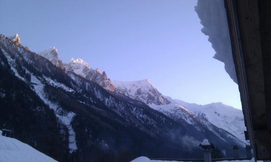 Cold Fusion Chalets: Oblique view to agua de midi ( Mont Blanc ) from chalet 2 balcony
