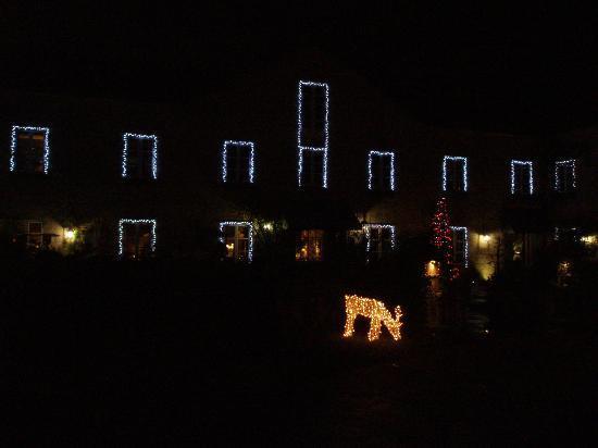 Hotel Spa Relais & Chateaux A Quinta da Auga: Imagen nocturna de la fachada