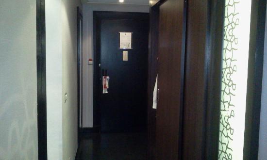 Crowne Plaza Al Khobar: room door
