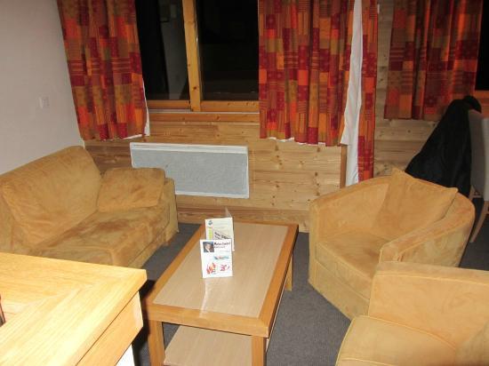 Résidence Club mmv Belle Plagne Le Centaure : sofa bed and arm chairs...