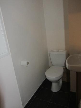 Résidence Club mmv Belle Plagne Le Centaure : Separate toilet from shower...