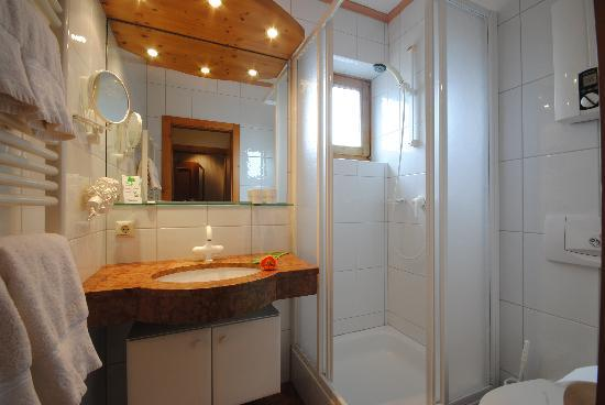 Pension Alpenrose Appartements: Beispielbild Doppelzimmer Bad