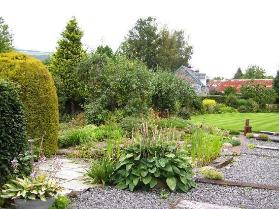Rose Cottage & Coach House: Garden
